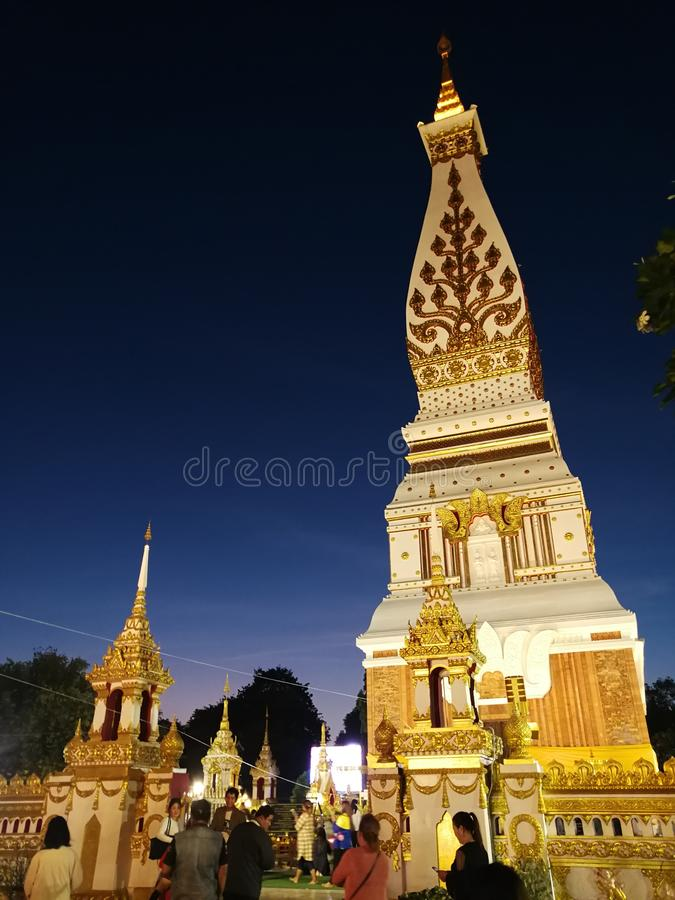 Phra diese Phanom-Sinnesmitte von thailändischen Leuten im Nordosten lizenzfreie stockfotografie
