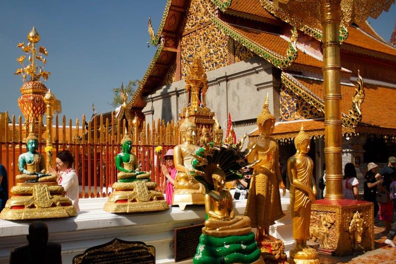 Phra dourado de Wat do templo que em Doi Suthep, Chiang Mai, Tailândia fotos de stock
