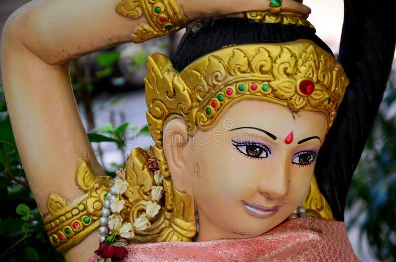 Phra Mae Thorani或Thokkathan紧压她的头发的后土 免版税库存图片