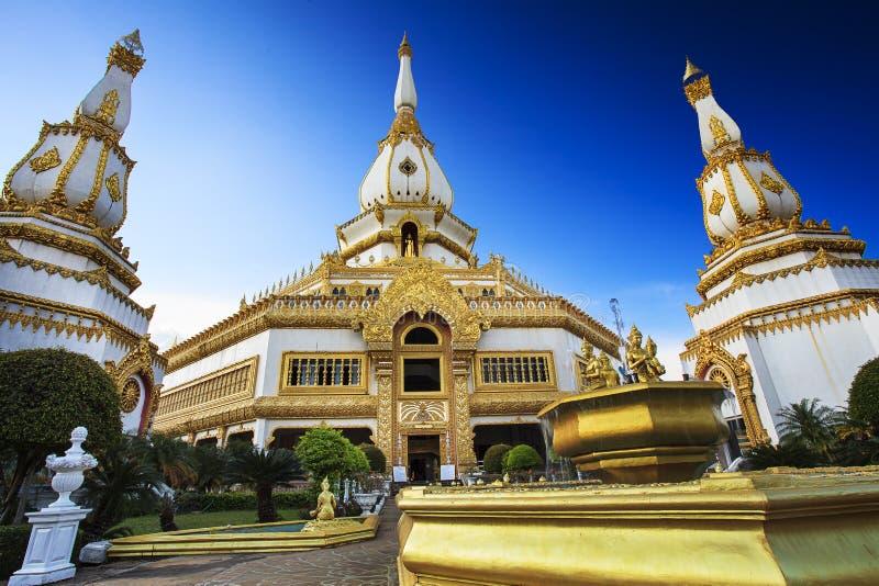 Phra Maha Chedi Chai Mongkol chez Roi Et Province, Thaïlande photo libre de droits