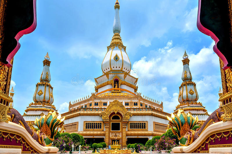 Phra Maha Chedi Chai Mongkol, Roi Et province, northeastern Thailand. Phra Maha Chedi Chai Mongkol, a highly-revered pagoda containing relics of Buddha, located stock photos