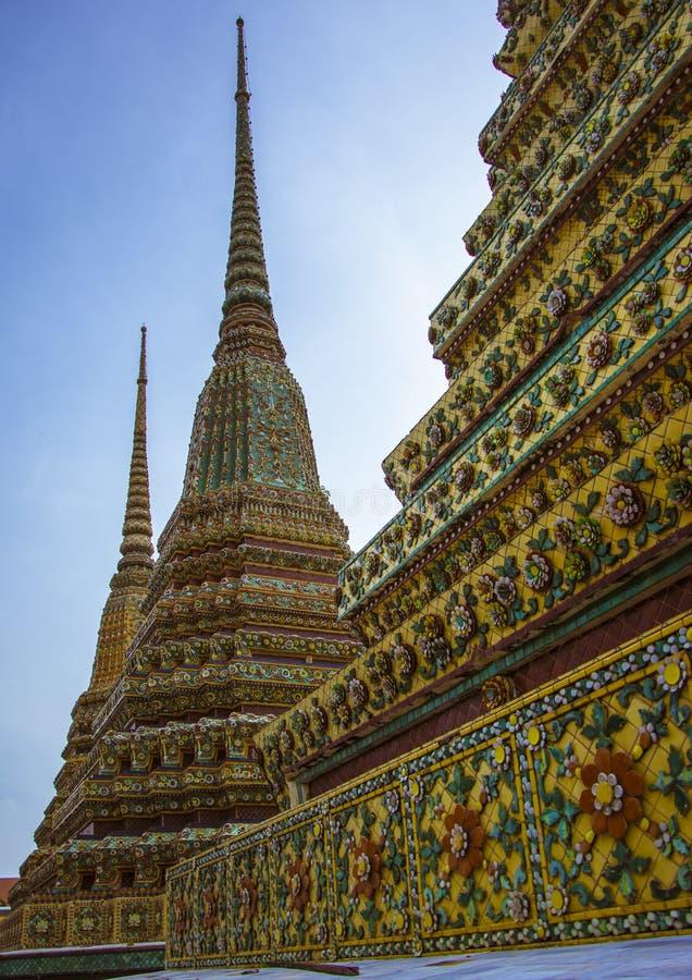 Phra Maha Chedi Si Rajakarn est un 42m haut stupa en Wat Pho, Bangkok, Thaïlande images libres de droits