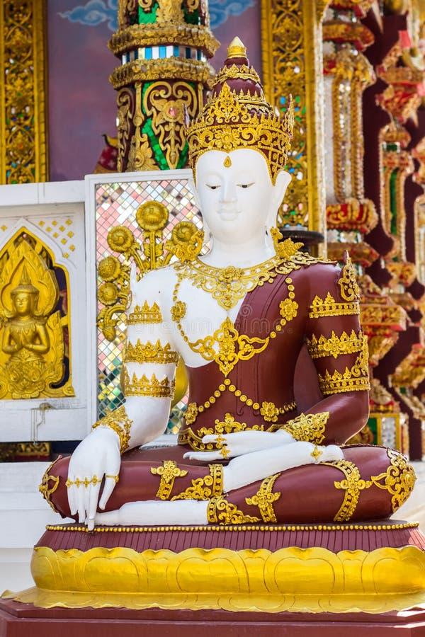 Phra Maha Jakkrapat, thailändische Buddha-Statue im Tempel stockfotos