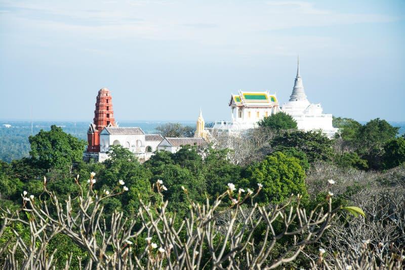 Phra Nakhon Khiri är ett historiskt parkerar på en kulle i Phetchaburi, royaltyfria bilder