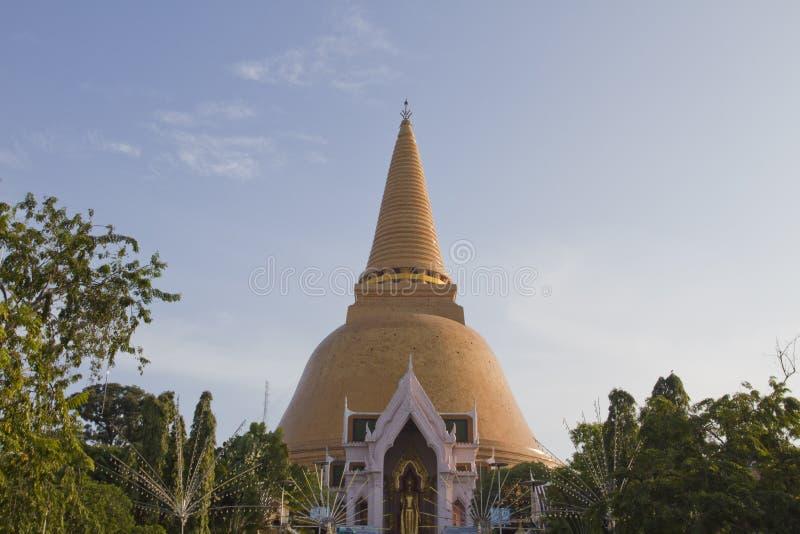 Phra Pathom Chedi (den stora pagoden) royaltyfria foton