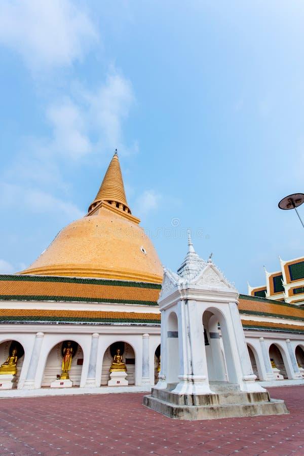 Phra Pathom Chedi (den stora pagoden), Nakhon Pathom landskap royaltyfria bilder
