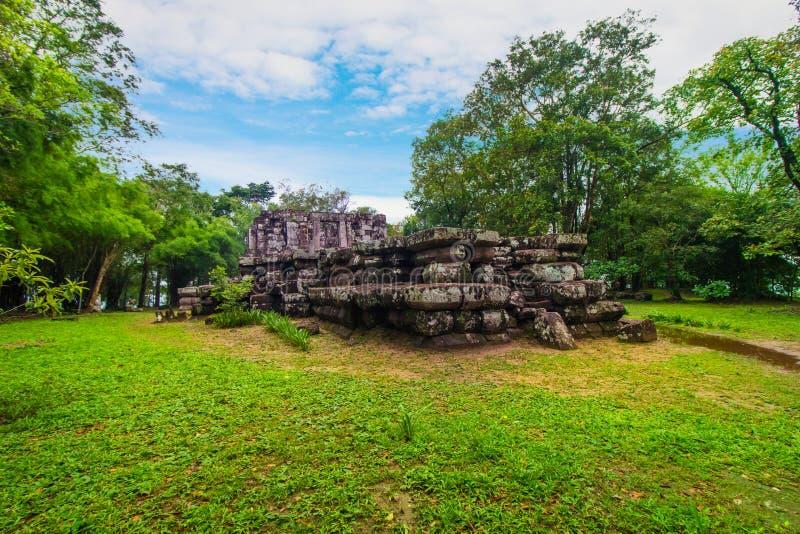 Phra Phu Pek,一个古庙在色军府,在泰国的Isan地区 这古老高棉废墟是被建立的f 库存图片