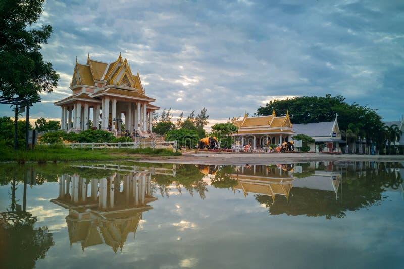 Phraphromthewalai, het Grootste Heiligdom van Phra Prom in de Wereld stock foto's