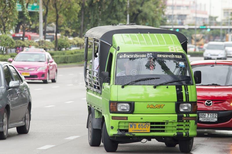 82 Phrapradaeng -市场Bangpakok微型泰国出租汽车 库存图片