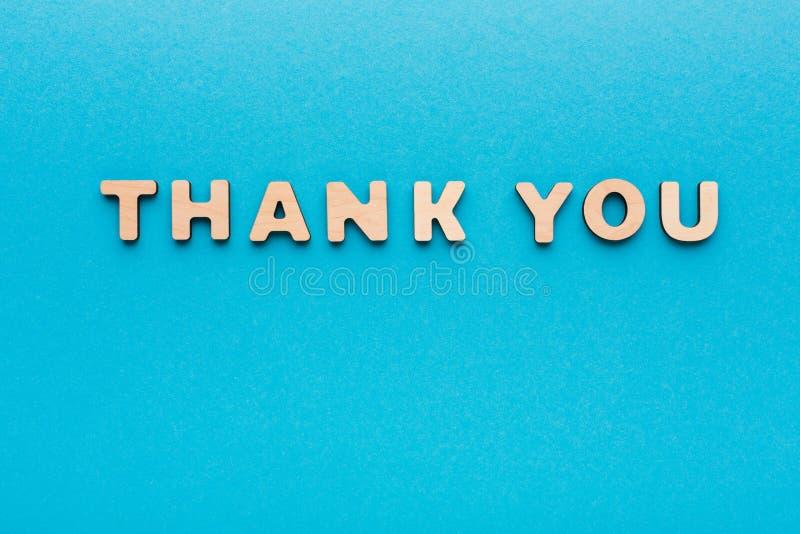 Phrase danken Ihnen auf blauem Hintergrund lizenzfreies stockfoto