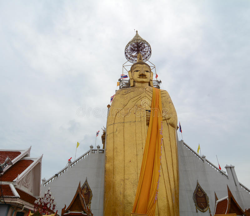 Phrasiariyametristandbeeld in Wat Indrawiban in Bangkok, Thailand royalty-vrije stock foto