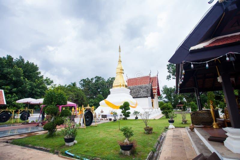Phrathat KhamKaen in Wat Chetiyaphumin in Khonkaen, THAILAND stock afbeeldingen