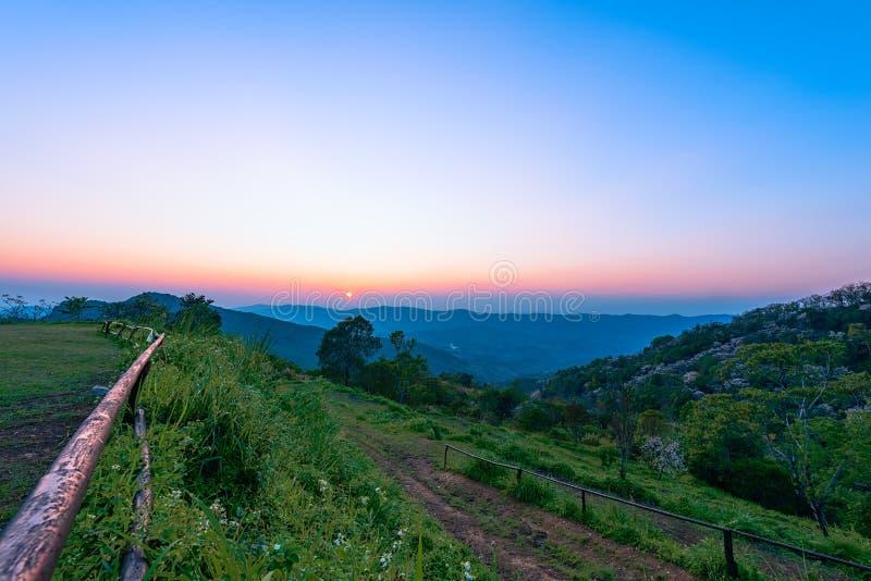 Phu池氏华氏在清莱,日落的泰国 库存图片