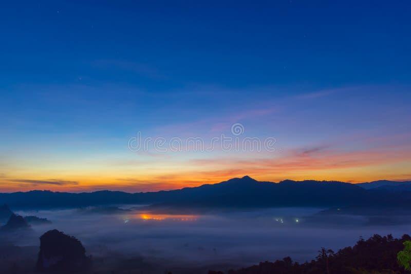 泰国山�^_phu langka国立公园泰国美丽的山景城. 野营, 本质.