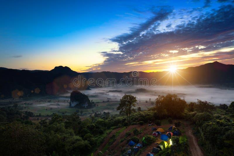 Phu Lanka en la salida del sol imagen de archivo