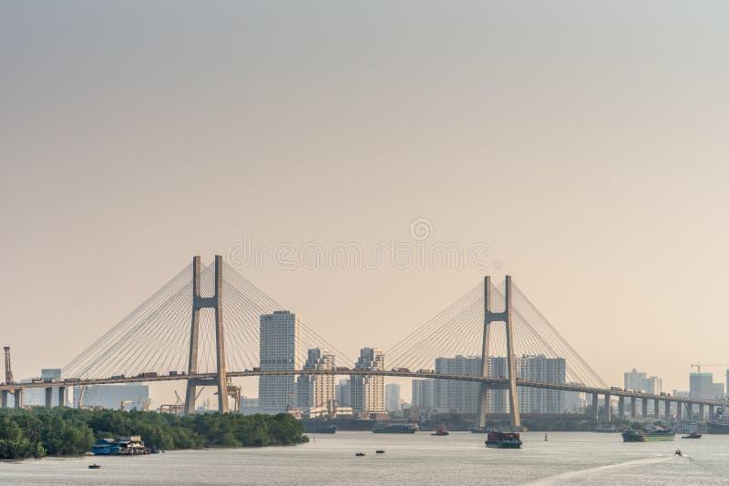 Phu Meine Brücke bei Sonnenuntergang über dem Fluss Song Sai Gon, Ho Chi Minh City, Vietnam stockfoto