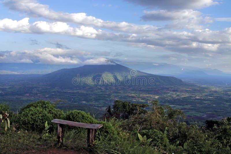 Phu na otwartym niebie przy wierzchołkiem halny Phu Pa Po Ho turystyka był jeden popularny Loei zdjęcia stock