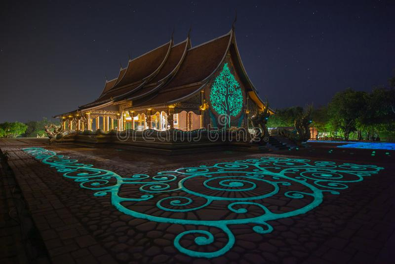 Phu Phrao tempel Wat Sirindhornwararam, Ubon Ratchathani landskap, Thailand arkivbilder