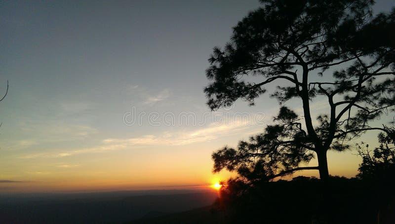 Phukadueng de la salida del sol fotos de archivo