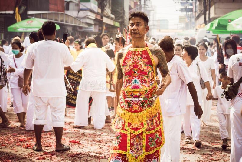 PHUKET 7. OKTOBER: Taoismusteilnehmer an eine Straßenprozession von t lizenzfreies stockbild