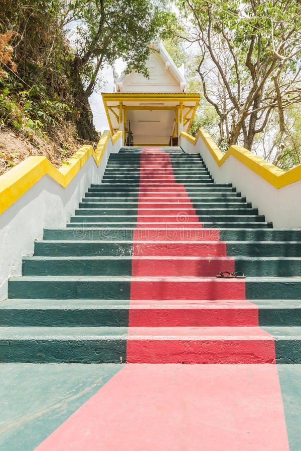 Phuket, Tailândia - 25 de abril de 2016: A escada principal que conduz ao th imagem de stock royalty free