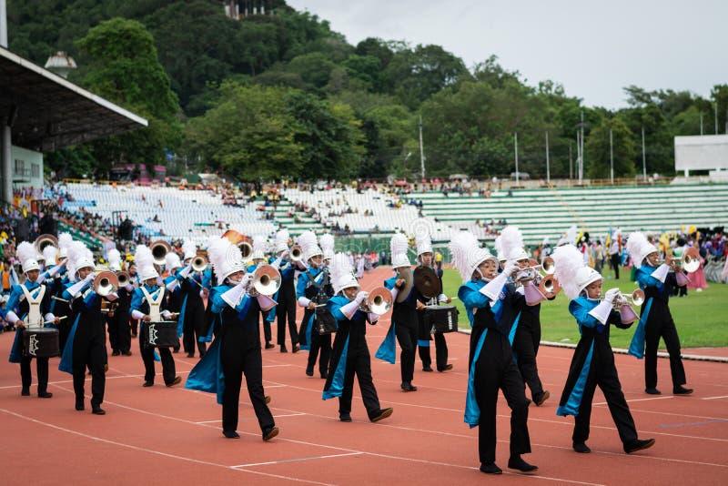 PHUKET, TAILÂNDIA - 12 DE JULHO DE 2018: Parada da banda do stude foto de stock royalty free