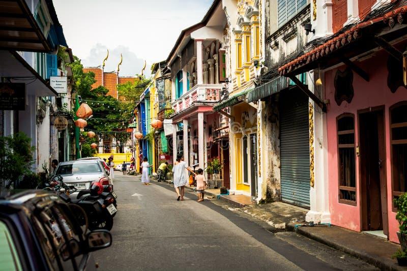 PHUKET, TAILÂNDIA - 8 de outubro de 2018: Cidade velha de Phuket com tipo de tela de algodão fotos de stock