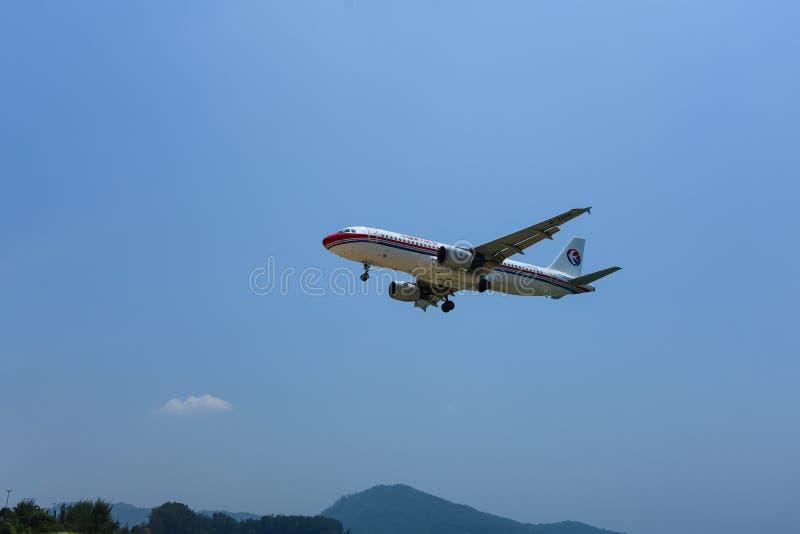 Phuket - Tailandia - 31 de marzo de 2016 aeroplano del este de la línea aérea de China imagen de archivo libre de regalías