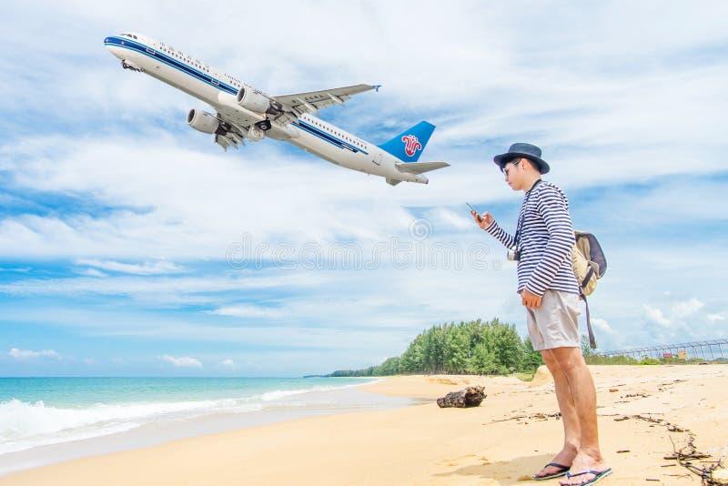 PHUKET, Tailandia - 23 de octubre de 2017: China Airbus meridional 330- fotos de archivo libres de regalías