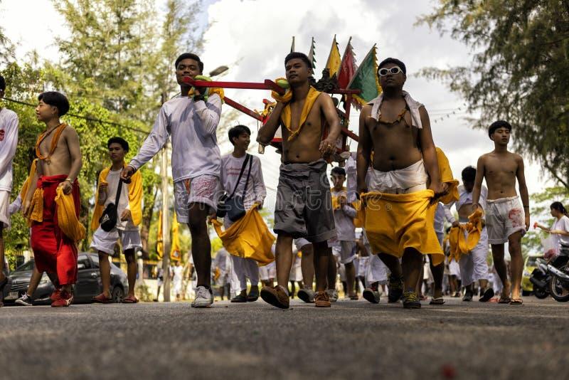 Phuket, Tailandia - 2 de octubre de 2019 : Festival religioso Vegetariano en las calles fotos de archivo
