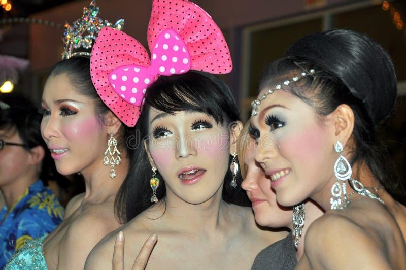 Phuket, Tailandia: Esecutori del cabaret del Simon immagine stock libera da diritti