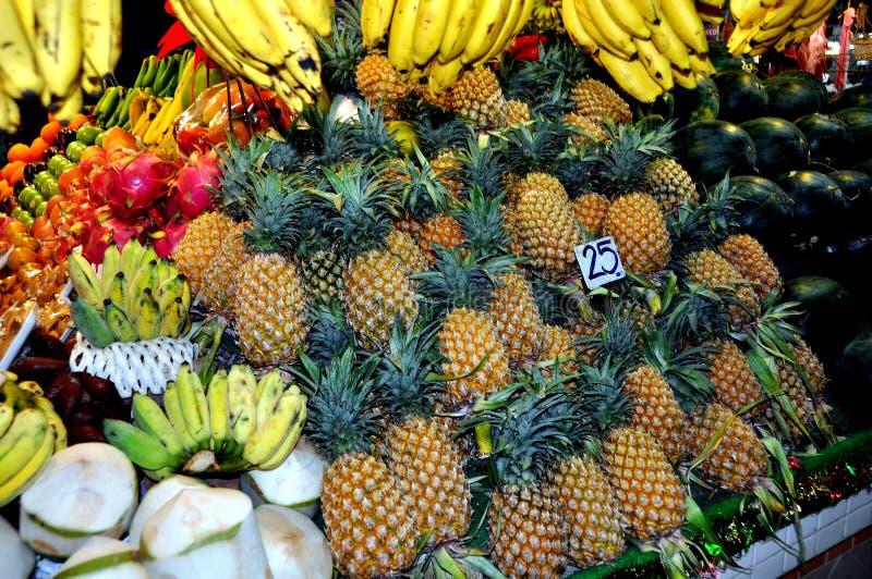 Phuket, Tailandia: Frutta fresca al servizio Corridoio fotografia stock libera da diritti