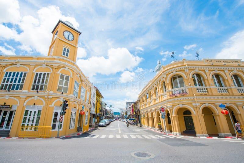 Phuket, Tailandia - 12 ottobre 2017: Costruzione con la torre di orologio o immagine stock