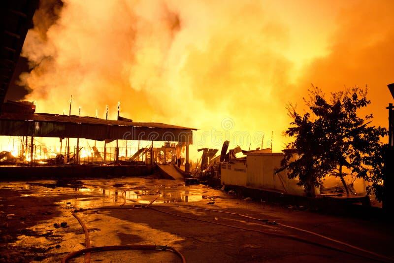 Phuket, TAILANDIA 16 ottobre: Fuoco in ipermercato - prenda il fuoco in Supe immagini stock libere da diritti