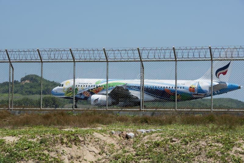 Phuket Tajlandia, Luty, - 16, 2016: Samolot przygotowywający latać up przy fotografia stock