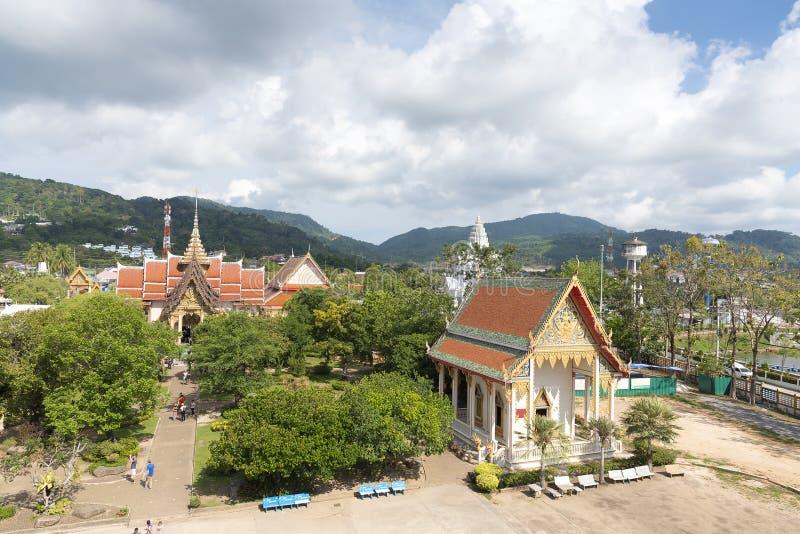 Phuket, Tajlandia - 04/19/2019: Wata Chalong świątynia na pogodnym letnim dniu przy Phuket wyspą, Tajlandia Ja jest starzy i duży zdjęcia royalty free