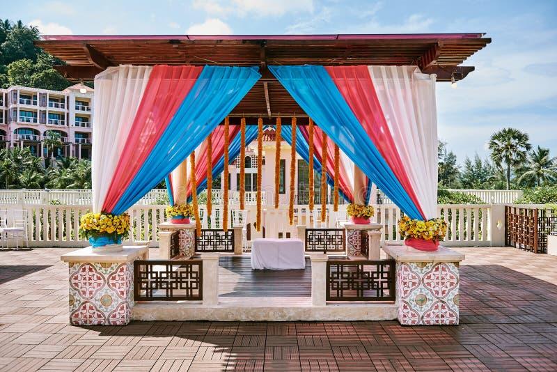 PHUKET/THAILAND - APRIL 22, 2017: Indiska gifta sig Mehndi Henna Venue Decoration arkivfoto