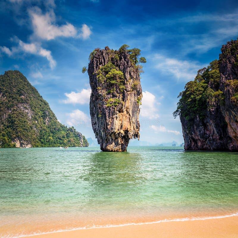 Phuket Thailand berömd gränsmärke - James Bond ö royaltyfri fotografi