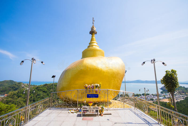 Phuket, Thailand - 20. Mai 2016: Kyaikhtiyo-Modelle bei Koh Sirey lizenzfreie stockbilder