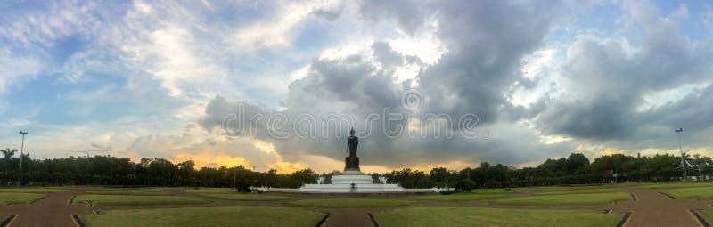 Phutthamonthon est un parc bouddhiste dans le secteur de Phutthamonthon photographie stock