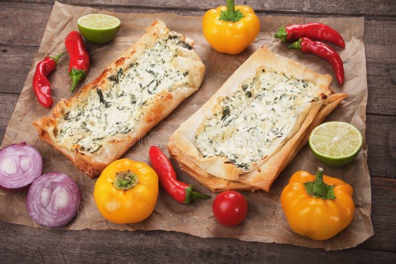 Phyllo酥皮点心充满乳酪和菠菜 免版税库存图片