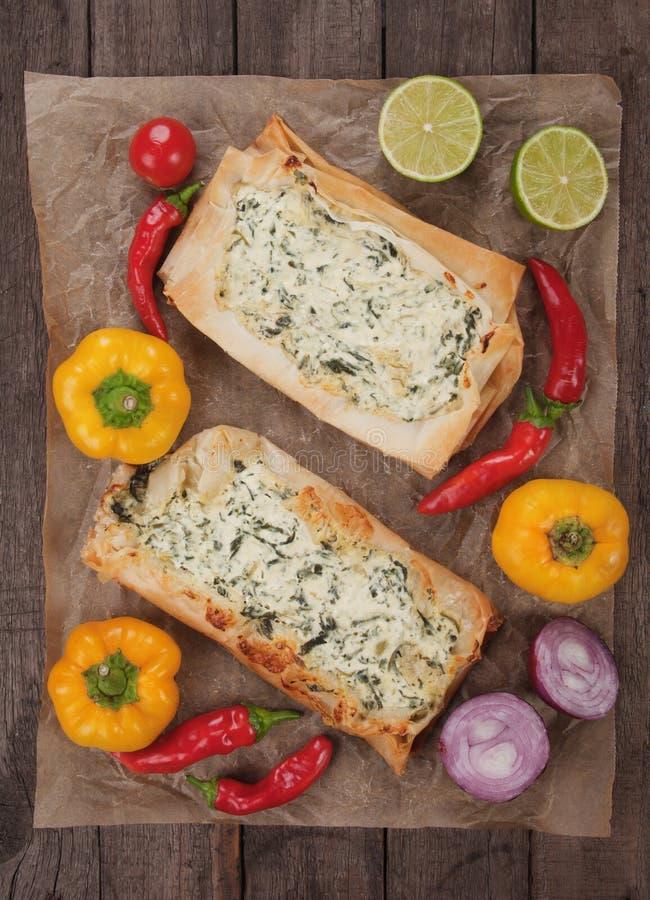 Phyllo酥皮点心充满乳酪和菠菜 免版税库存照片