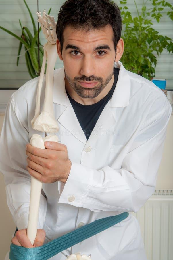 Physio- et de thérapie techniques manuelles, exécutées photo libre de droits
