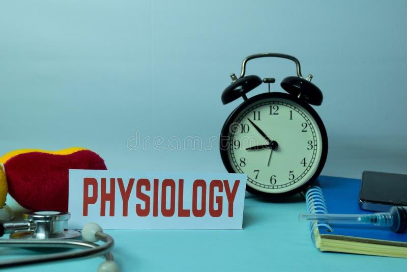 Physiologie-Planung auf Hintergrund der Funktions-Tabelle mit Büroartikel lizenzfreies stockfoto