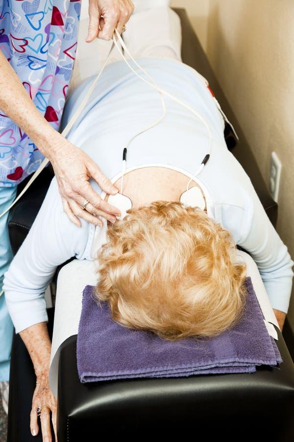 Physiothérapie - stimulation électrique image stock