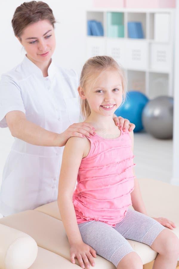 Physiotherapie kann Spaß sein! lizenzfreie stockbilder