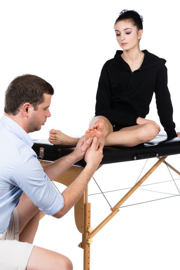 Physiotherapist masowania pacjent fotografia stock