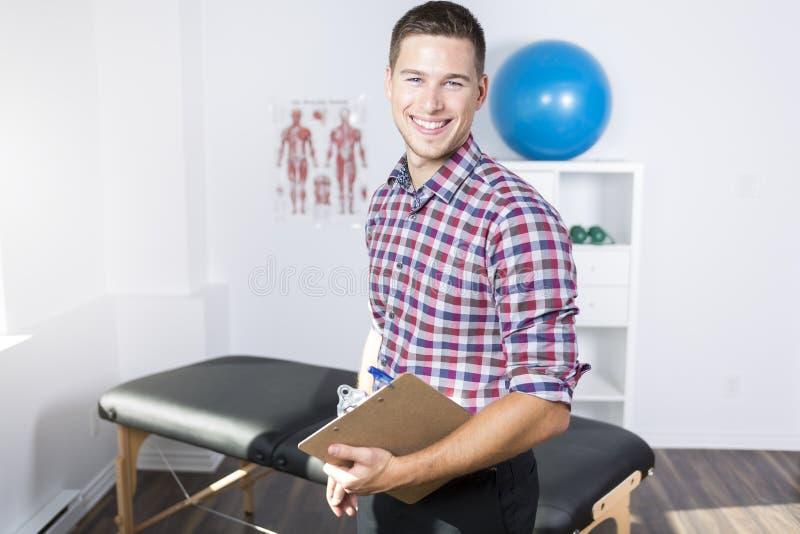 Physiotherapist rehabilituje przy pracą fotografia royalty free