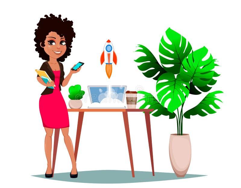 Piękna biznesowa kobieta stoi blisko stołu z laptopem, rośliną i kawą, royalty ilustracja