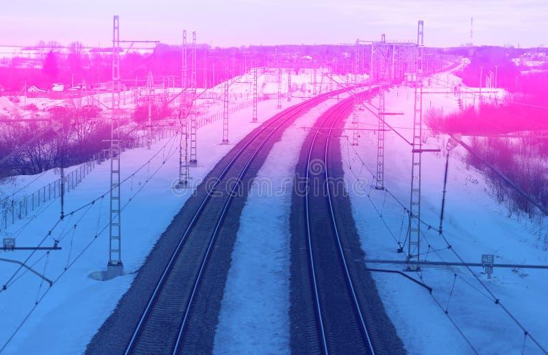 Piękna linia kolejowa na abstrakcjonistycznym tle niebo zdjęcia royalty free